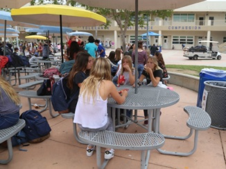 Manhattan Beach Middle School students are eating lunch in front of the auditorium.  South Bay Families Connected hosted a mindfulness event with speaker Gloria Kamler for parents in the auditorium.
