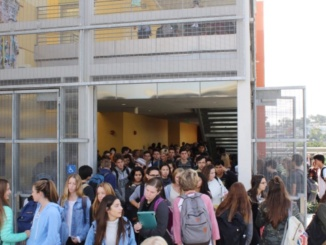 Mira Costa students struggle to get in and out of the math and science building due to an overload of new students this year. The increase in the new freshman class was much greater than last year, and has caused a flooding of students in between periods.