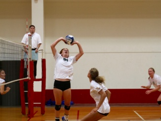 Junior Lily Snyder sets the ball to a teammate in a volleyball match on Sept. 11.