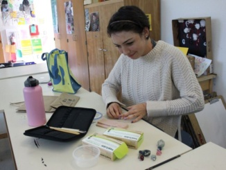 Sophomore Isabelle Schumaker designs body pins to show her support of all different body types. She became inspired to sculpt during her ceramics class freshman year and continues the art by selling her work on Etsy.