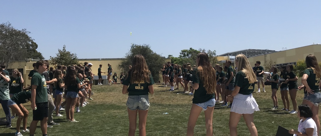 Mira Costa students gather in the quad to participate in the balloon toss for the annual Stampede Day. ASB organized this event and they encouraged students to wear Costa gear to promote school spirit.